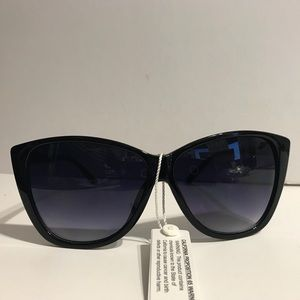 - High Pointed Black Sunglasses